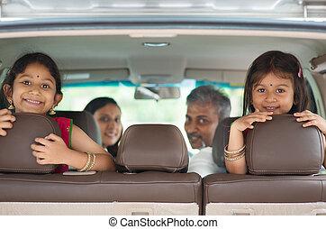 coche, indio, familia , sentado
