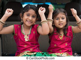 coche, indio, niñas, sentado