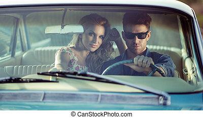 coche, potrait, de, el, pareja joven