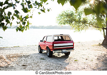 coche rojo, en, ribera