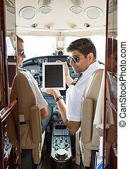 cockpit, gebrauchend, piloten, tablette, digital