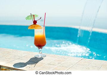 cocktail, in, der, schwimmbad