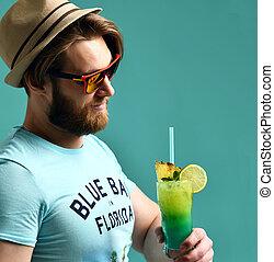cocktail, margarita, drank, nakomeling kijkend, sap, fototoestel, drinkt, man, hoedje, vrolijke
