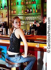 cocktail - Girl sittingin a bar