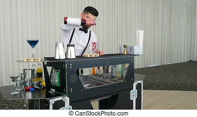 Cocktail preparing technique performed by a barman