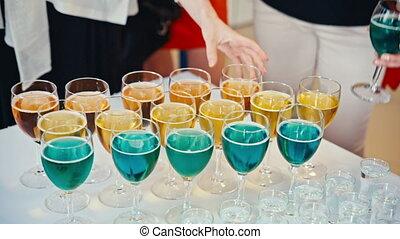 cocktails, apéritif, invités, prendre