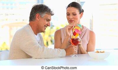 cocktails, couple, boire