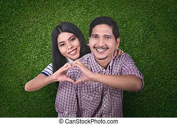 coeur, amour, faire, forme, asiatique, mains, couple, heureux
