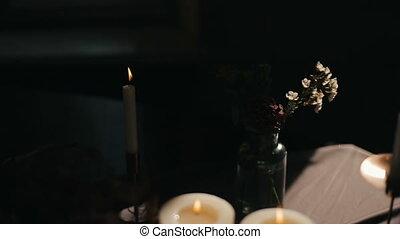 coeur, candlelight., brûlé, formé, bougies, valentine, valentin, romance, proposal., mariage, fleurs, jour, romantique