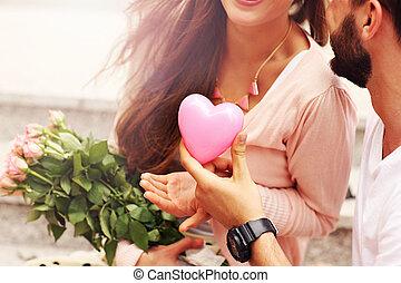 coeur, couple, fleurs, romantique, midsection