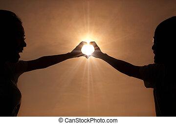 coeur, couple, jeune, forme, coucher soleil, mains, confection, heureux