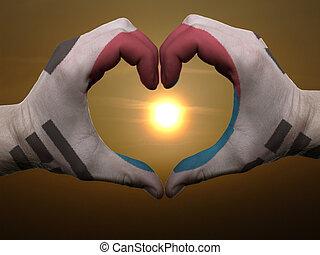 coeur, fait, amour, coloré, symbole, drapeau, corée, geste, mains, pendant, sud, projection, levers de soleil