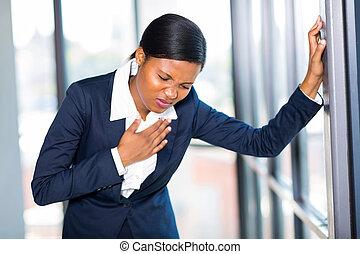 coeur, femme affaires, jeune, américain, africaine, attaque, avoir