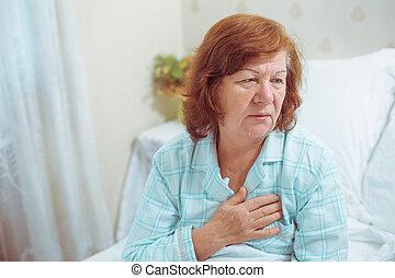 coeur, femme, attaque, maison, personne agee, avoir