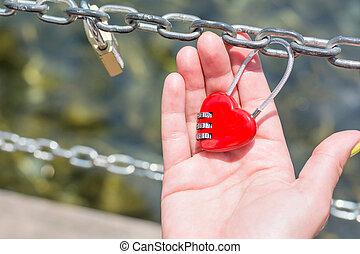 coeur, femme, formé, main, cadenas, tenue