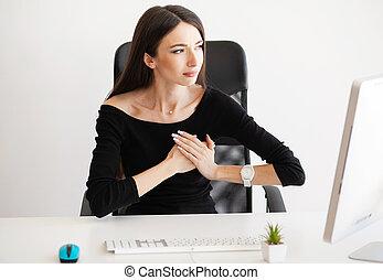 coeur, femme, pain., attaque, lieu travail, panique, avoir