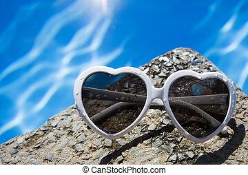 coeur, lunettes soleil, piscine, formé