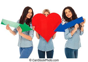 coeur, pointage, flèches, leur, désinvolte, femmes