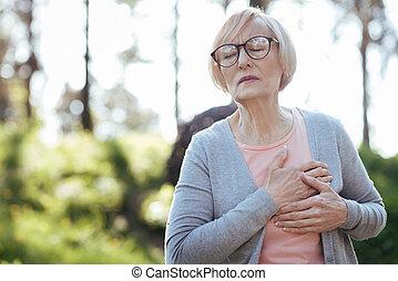 coeur, retraité, avoir, attaque, dehors, accablé