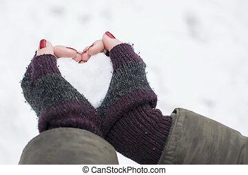 coeur, tenue, formé, neige, gants, femelle transmet