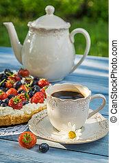 Coffee and fruit tart for dessert