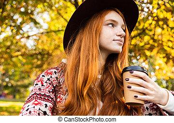 coffee., parc, jeune, automne, optimiste, étudiant, roux, girl, boire