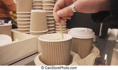 coffee., tasse, main, femme, sucre, remuer