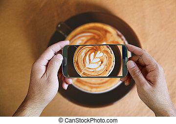 coffee., topview, dzierżawa, smartphone, nad, wpływy, ręka, fotografia