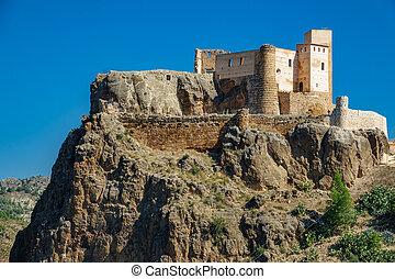 Cofrentes castle over volcanic rock - Long shot of Cofrentes...