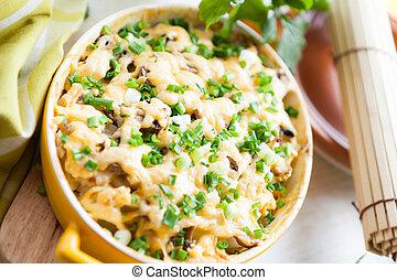 cogumelo, casserole, com, queijo, e, cebolinhas
