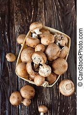 cogumelos, em, um, cesta, vista superior