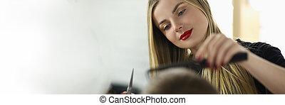 coiffeur, salon, femme, jeune, coupure cheveux, client