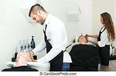 coiffeurs, lavage cheveux, clients