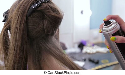 coiffure, femme, coiffeur, jeune, laque, joli, utilisation