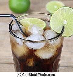 cola, bebida, en, vidrio, con, cubitos de hielo