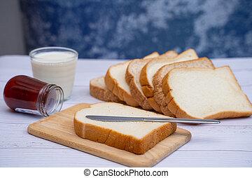 colazione, latte, marmellata, pane affettato
