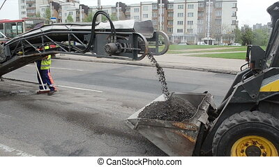cold planner asphalt - Cold planer machine load milled...