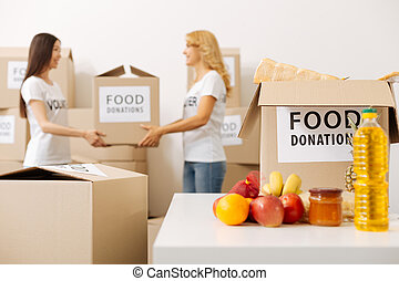 colega, pesado, mulher, dela, altruistic, caixa, ajudando, agradável
