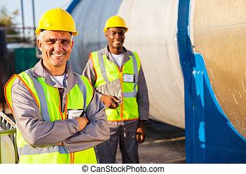 colega, trabalhador, sênior, petróleo, fábrica
