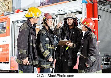 colegas, fuego, actuación, bombero, estación, algo