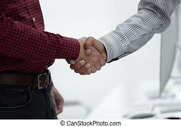 colegas, negócio, abanar, dois, mão, closeup, entre
