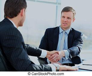 colegas, negócio, sentando, reunião, dois, tabela, durante, macho, agitação, hands., executivos