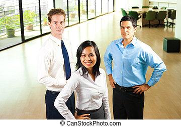 colegas, sonriente, oficina, tres