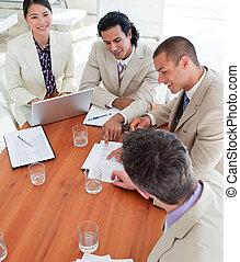 colegas trabalho, reunião, negócio, multi-étnico