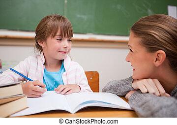 colegiala, hablar, profesor