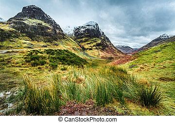 colinas verdes, escócia, picos, nevado
