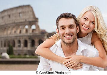 colisée, couple, sur, étreindre, heureux