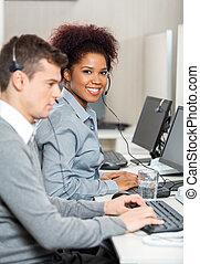 collègue, bureau, fonctionnement, jeune, employé, mâle