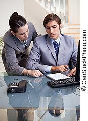 collègue, femme affaires, mentoring, elle, nouveau