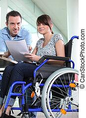 collègue, handicapé, travaillé, femme, bureau